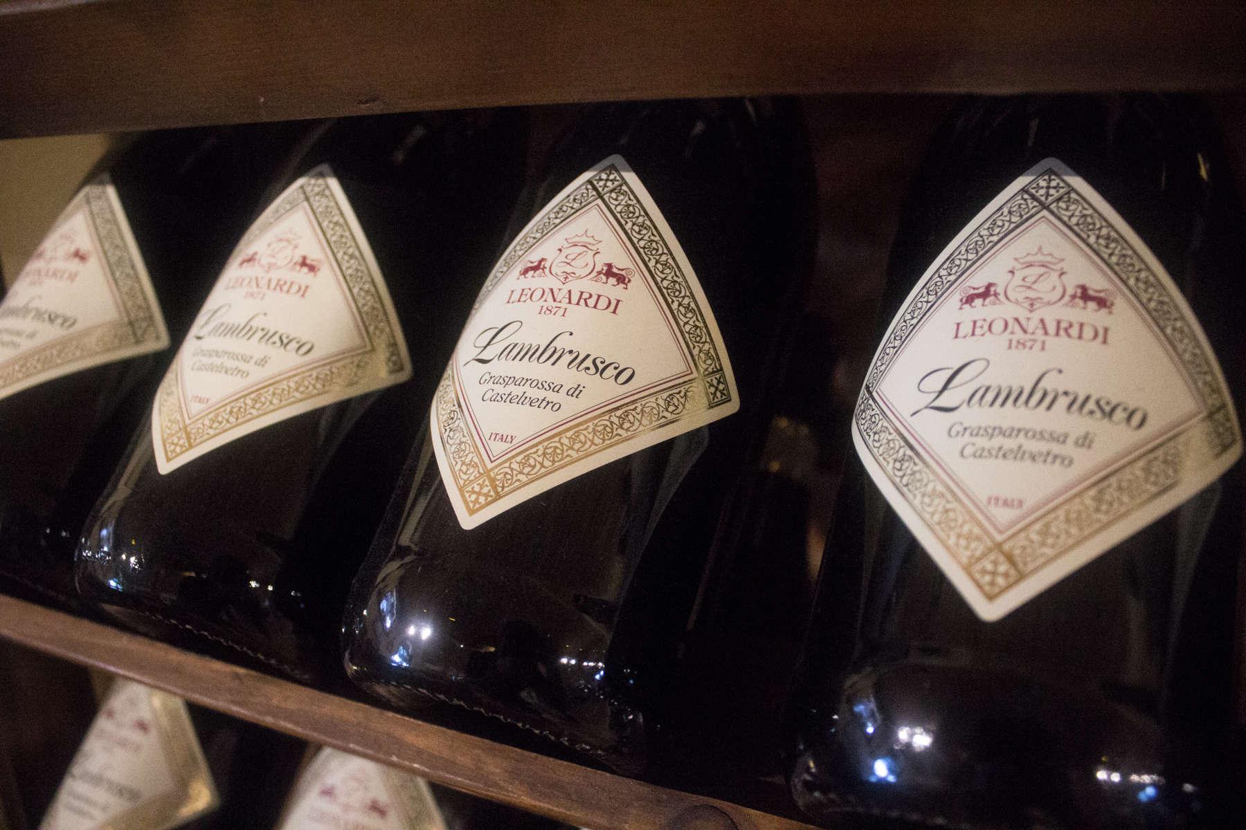Perlende Lambrusco-vin produceret på druer fra Leonardis egen vingård
