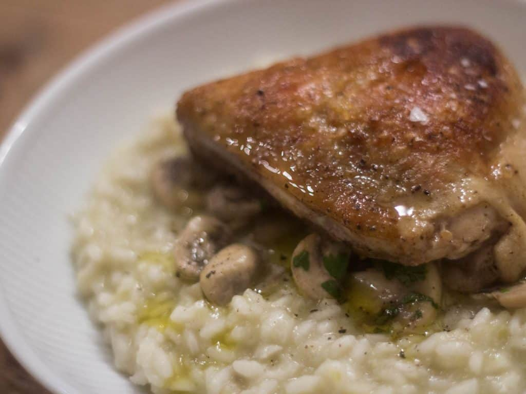 Risotto med svampe og kyllingeoverlår